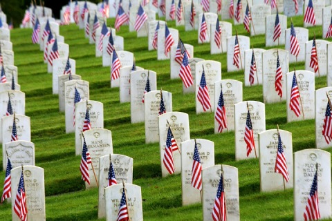 Flags honoring fallen soldiers, Evergreen-Washelli cemetery