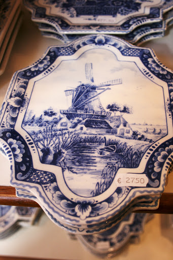 Delft plate with windmills