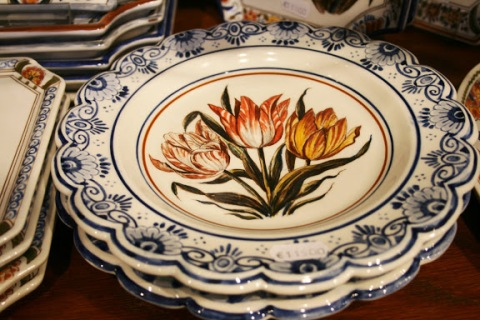 Delftware with tulips