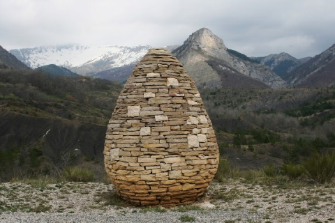 Andy Goldsworthy sentinel near Authon