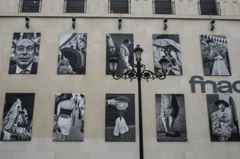 Magnificent photos by Aitor Lara graced the side of this building, Seville