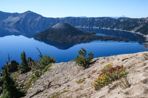 First view of Crater Lake and Wizard Island